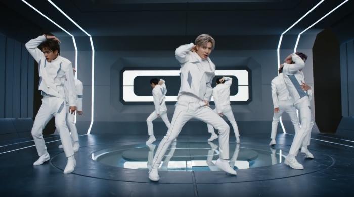 춤을 추고 있는 슈퍼엠 (사진=유튜브 캡쳐)