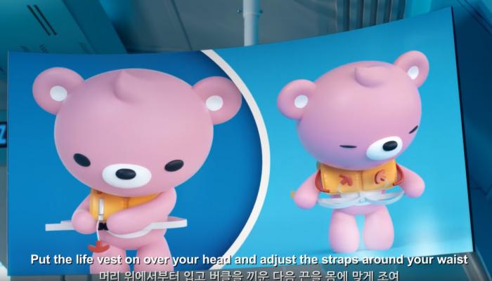 랩으로 구명조끼 착용방법을 설명하는 핑크색 곰돌이 캐릭터 (사진=유튜브 캡쳐)