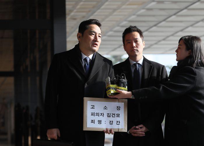 강용석, 김세의, '성폭행 의혹' 김건모 고소장 제출(사진=연합뉴스)